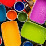 Colorful_oil_paints_in_opened_paint_bucket_1280x800