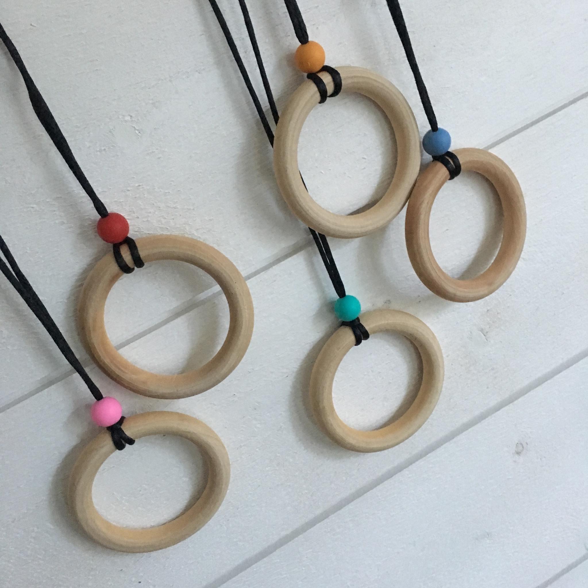 collier de portage en bois et silicone alimentaire couleur choix mes petites lubies. Black Bedroom Furniture Sets. Home Design Ideas